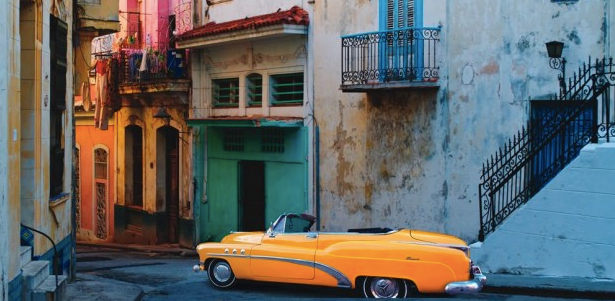 How long will Cuban streets look like this? Photo credit: http://www.classicjourneys.com/blog/the-cuban-contradiction/